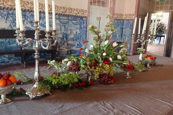 Floral decorations with a Velazquez influence